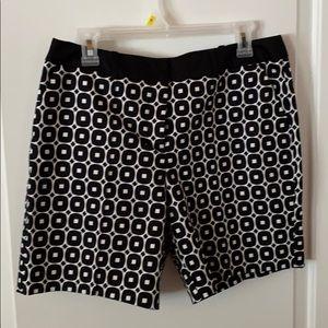 Worthington Modern Fit Shorts Size 10 Black White